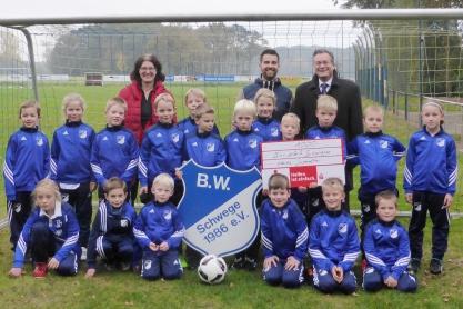 BW Schwege Spende der Sparkasse Osnabrück für Jugendtore
